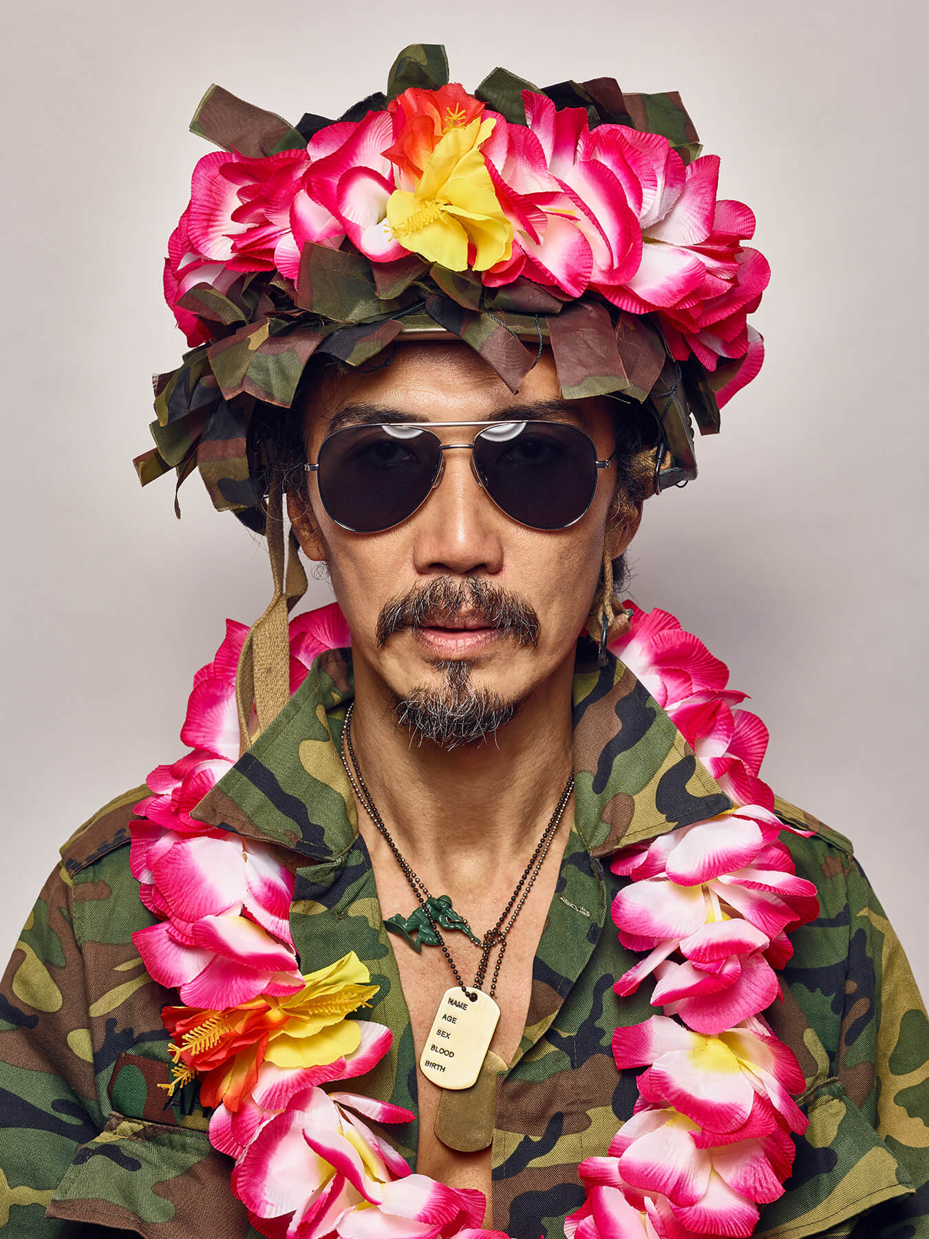 3 Aug 2017 Derong is in army uniform, aviator shades and flower garlands on him