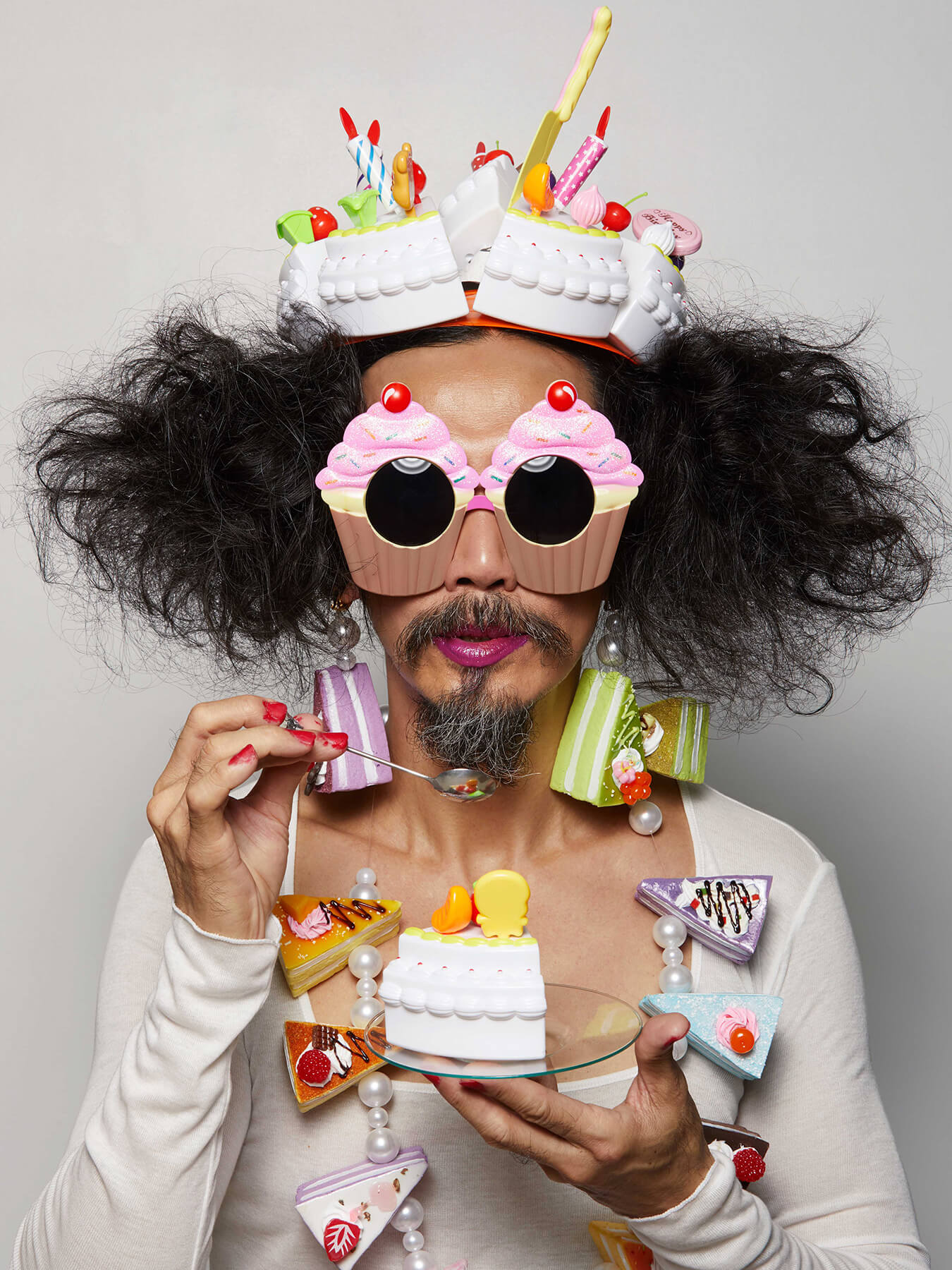 4 Oct 2017 - Doris Day: 5 Oct 2017 - World Teacher's Day: Derong is photographed with cakes for accessories