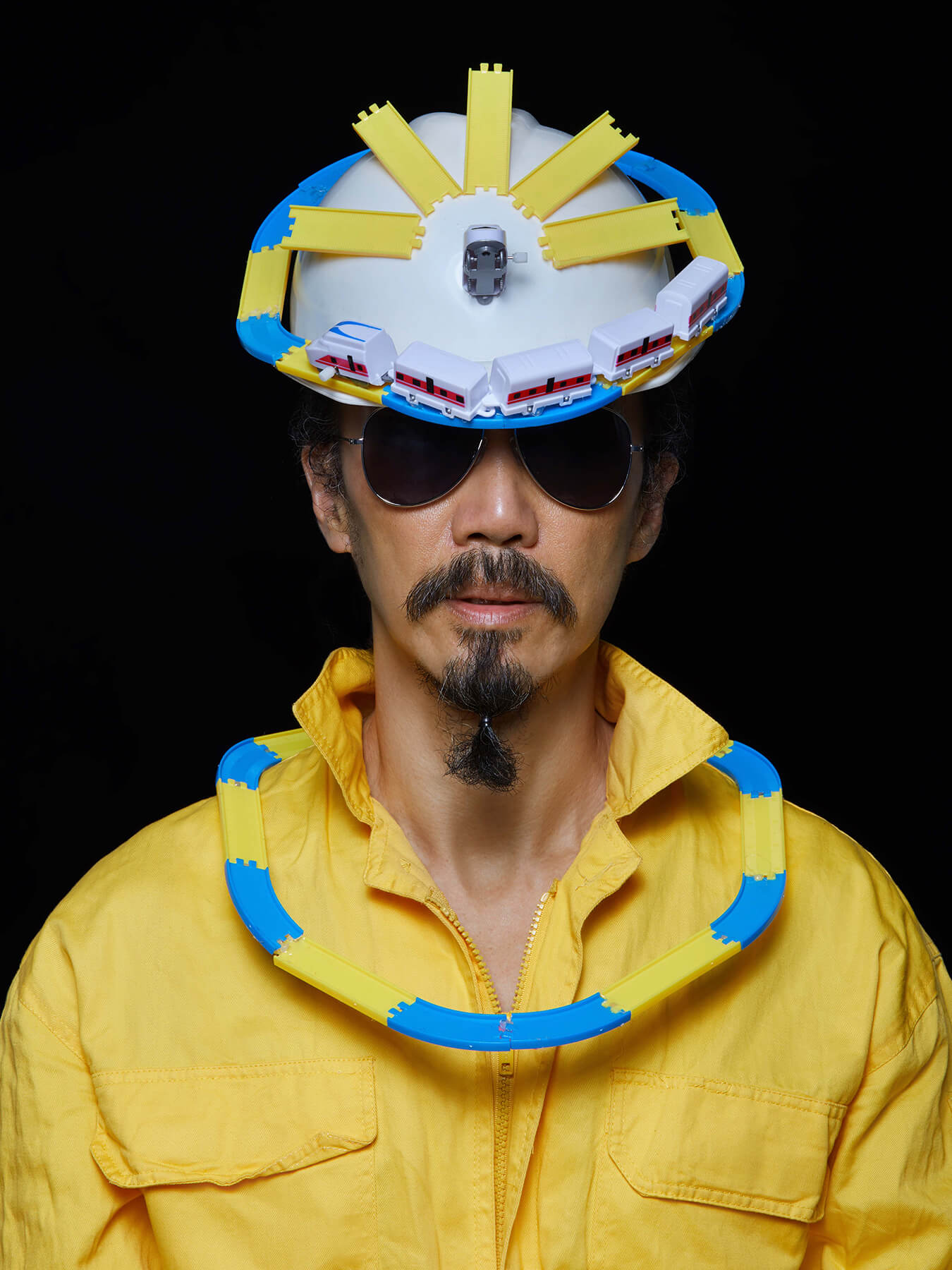 12 Nov 2017 Derong is wearing yellow overalls, with toy trains and train tracks as headgear