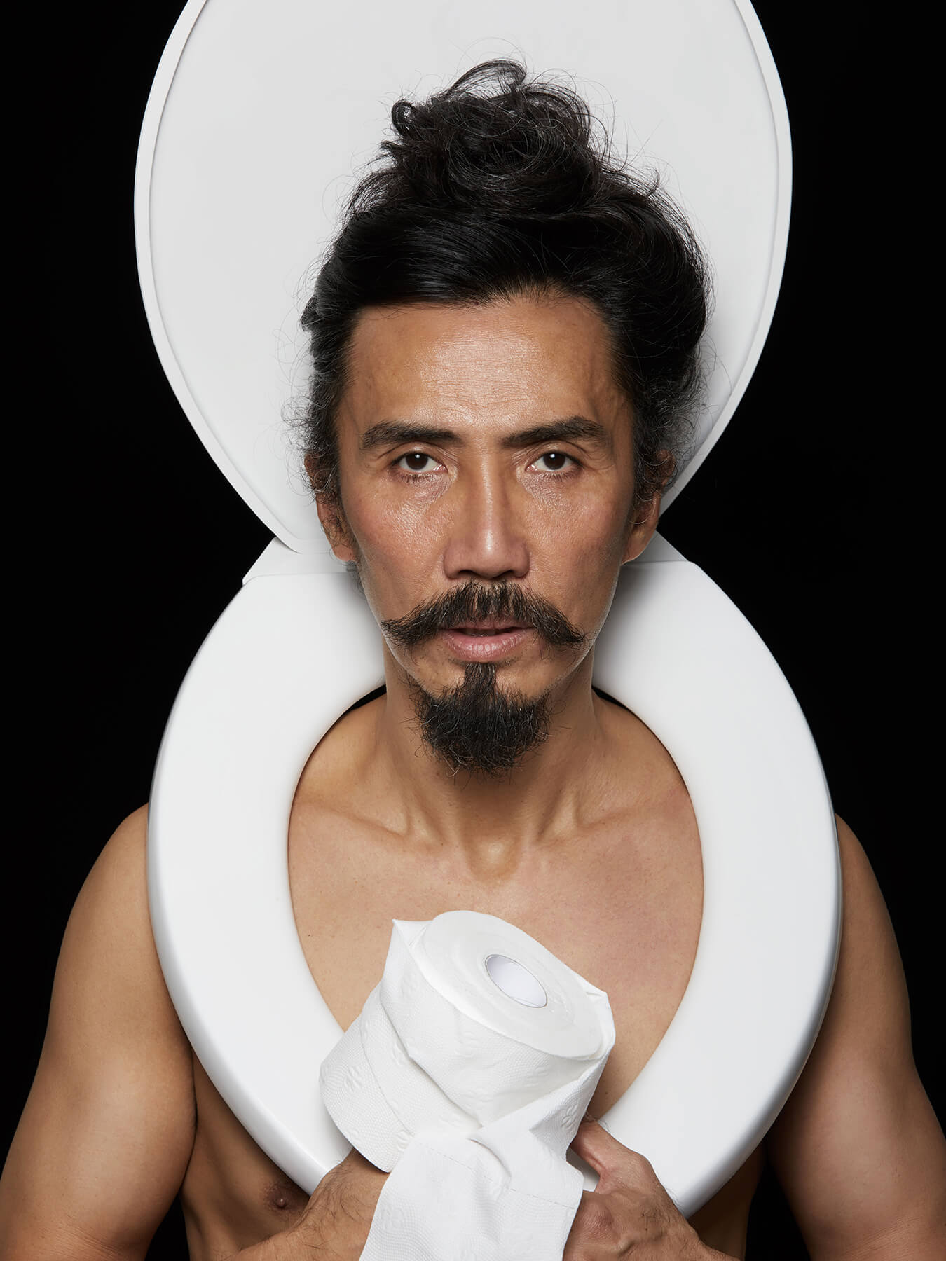 19 Nov 2017 Derong is photographed with a toilet seat over his shoulder