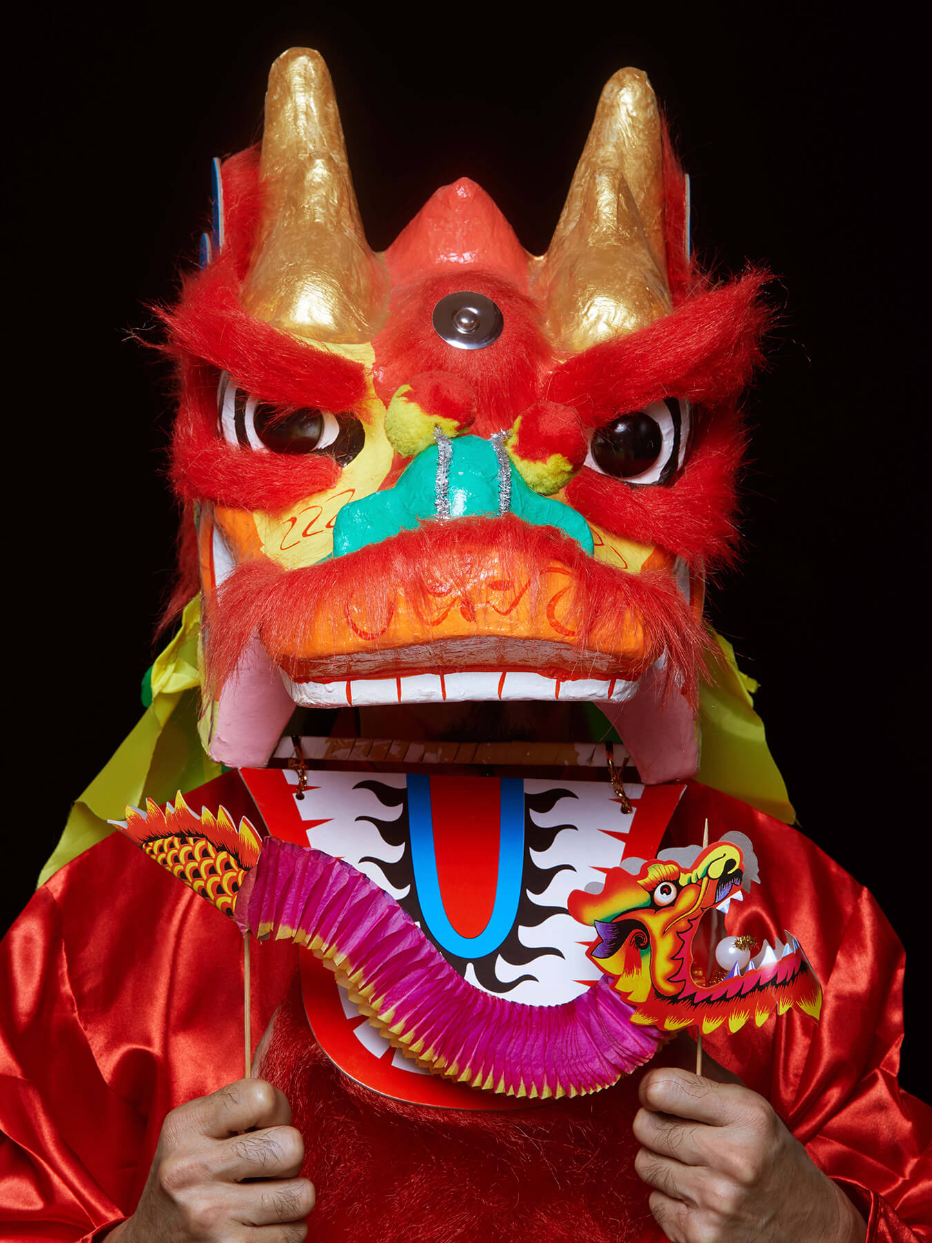 17 Feb 2018 Derong is wearing a Chinese dragon head costume