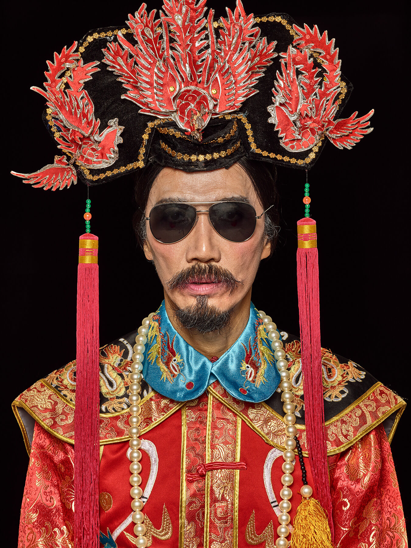 10 Aug 2017 Derong is in full empress dowager costume and aviator shades