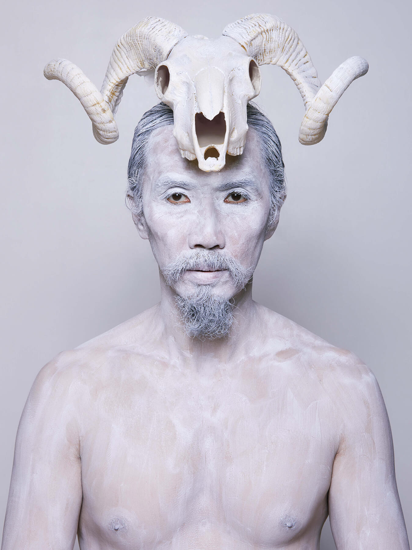 16 Nov 2017 Derong is covered in white body paint and has a bull skull on his head