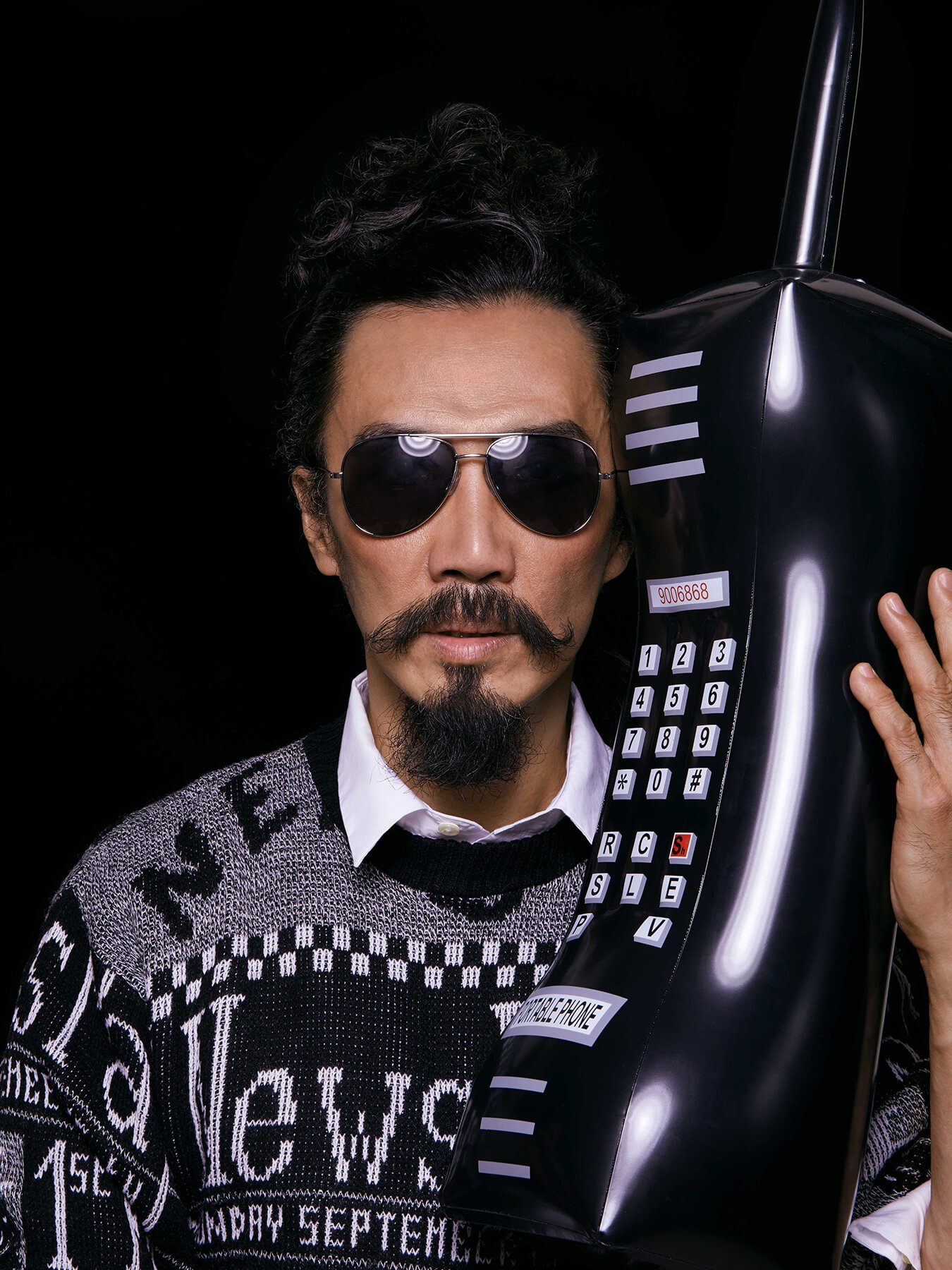 17 Nov 2017 Derong is holding a huge inflatable mobile phone