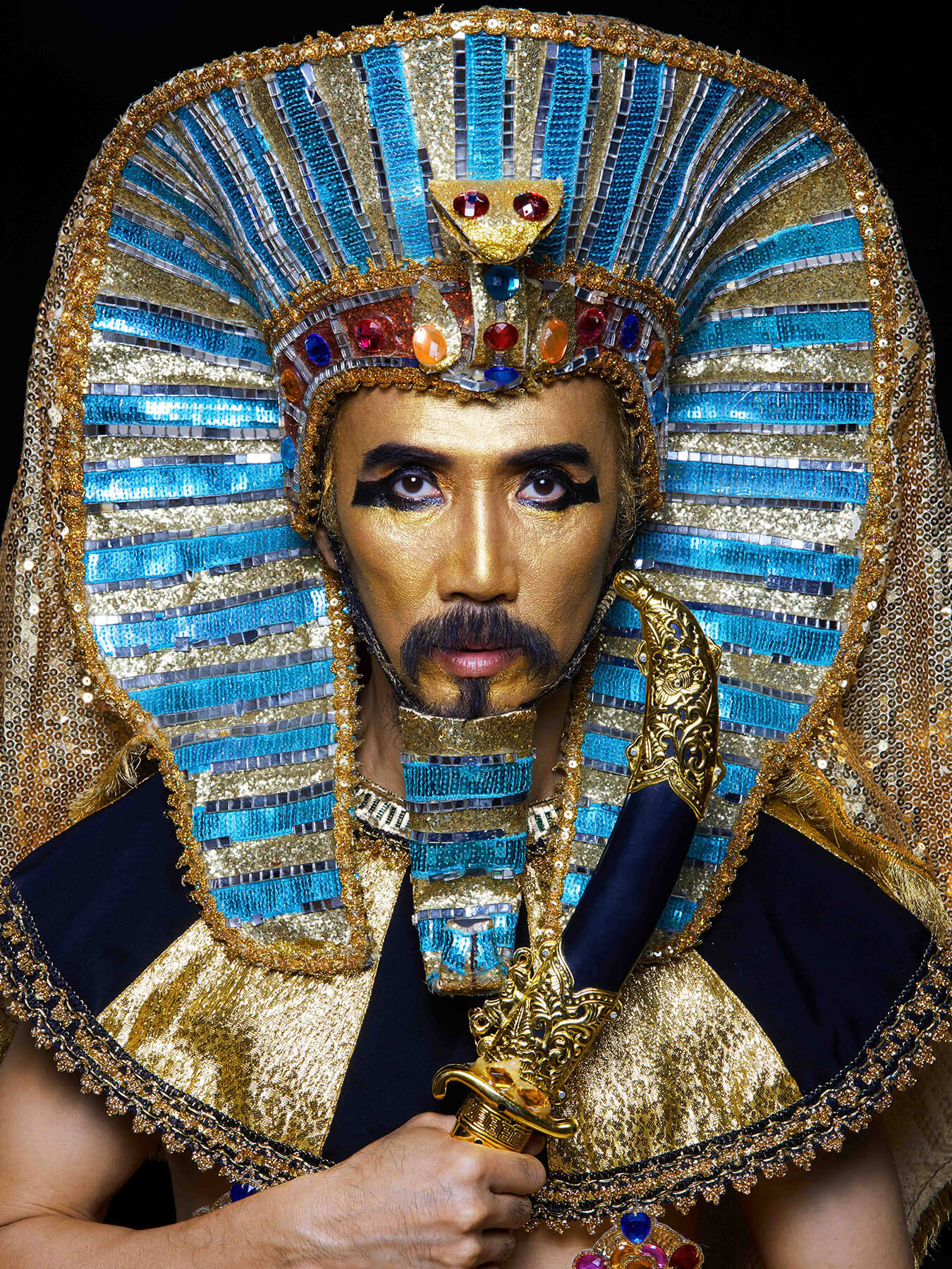 5 Nov 2017 Derong is elaborately styled as Pharaoh King Tut
