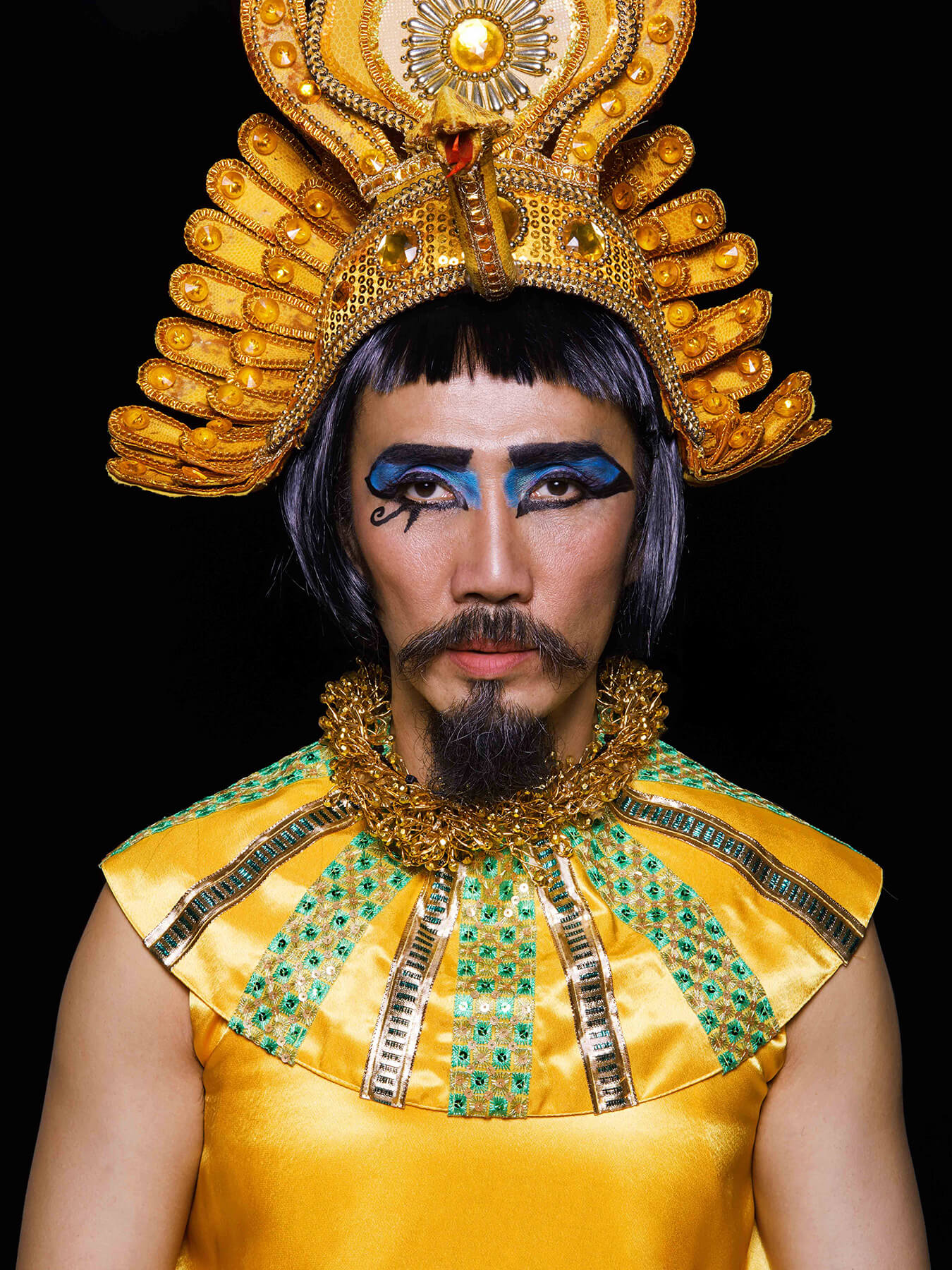 6 Nov 2017 Derong is photographed as Cleopatra