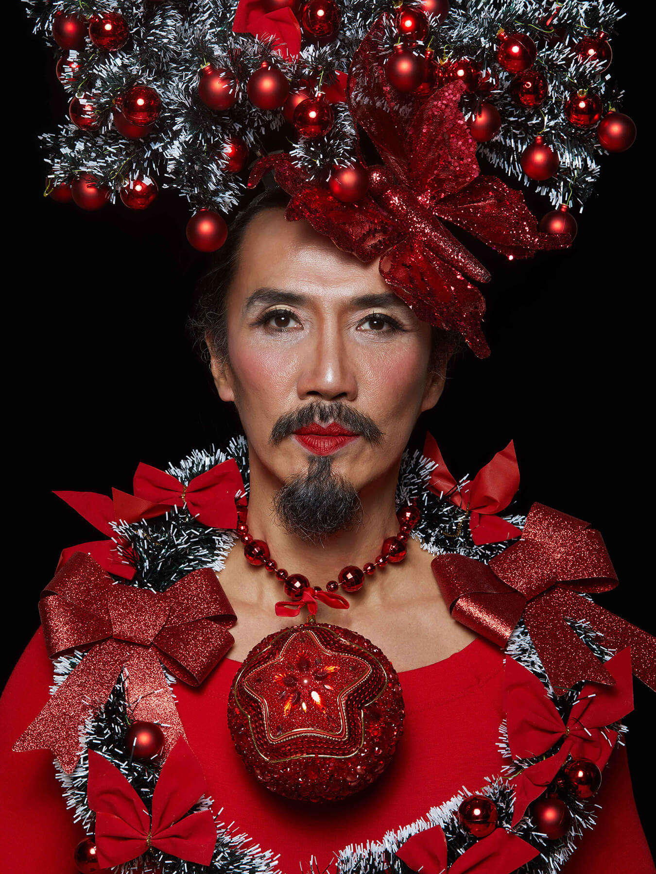 22 Dec 2017 Derong is decked out in red and covered in Christmas ornaments