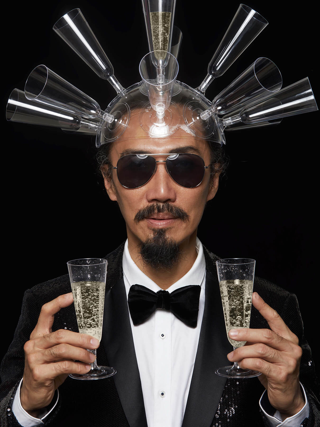 31 Dec 2017 Derong has a bunch of champagne glasses as headgear