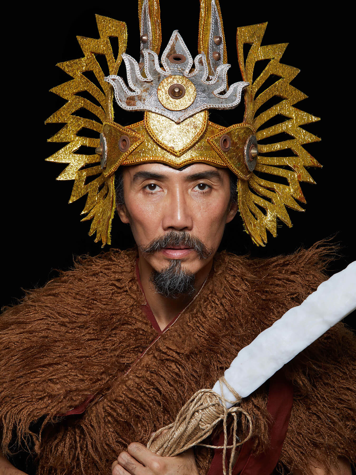 29 Jan 2018 Derong is photographed in a generic medieval warrior costume