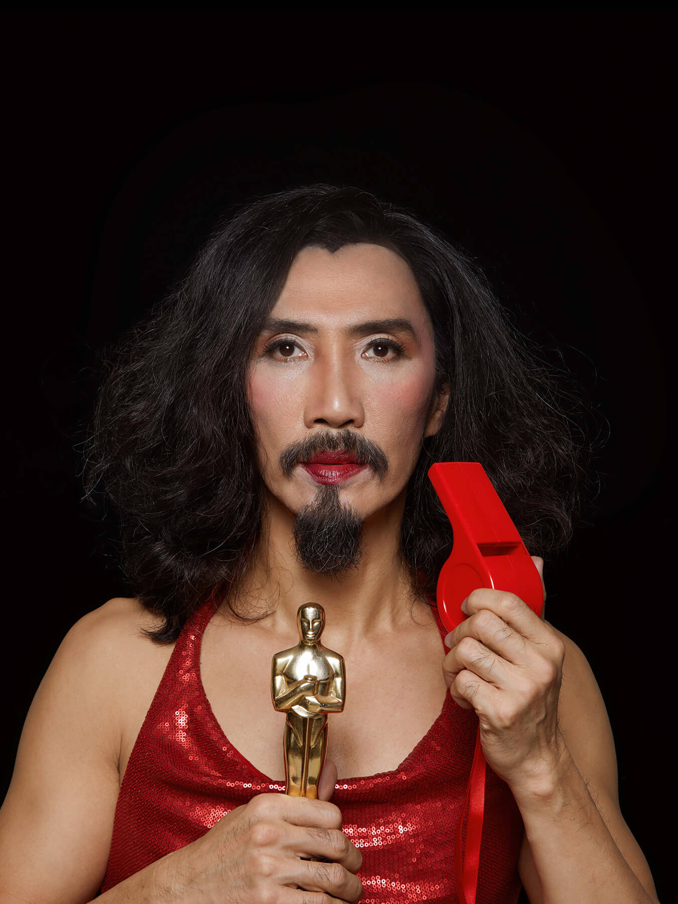 4 March 2018 Derong is holding an Oscar Statuette and oversized whistle
